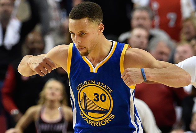 Thompson y Stephen Curry dan victoria a los Warriors