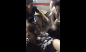 mujeres se agarran a golpes en bar El Relajo Mexicali