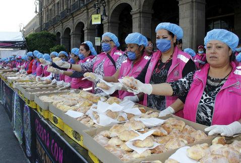Repartirán 55 mil piezas de pan de muerto en el Zócalo