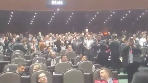 [VIDEO] Diputadas del PRI gritan