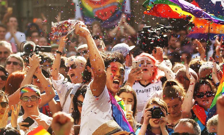 Famosos celebran iniciativa del matrimonio igualitario en Australia