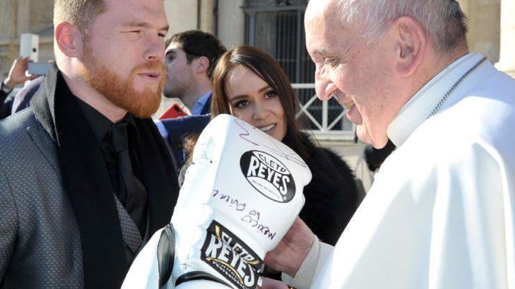 Canelo Álvarez visitó al Papa Francisco