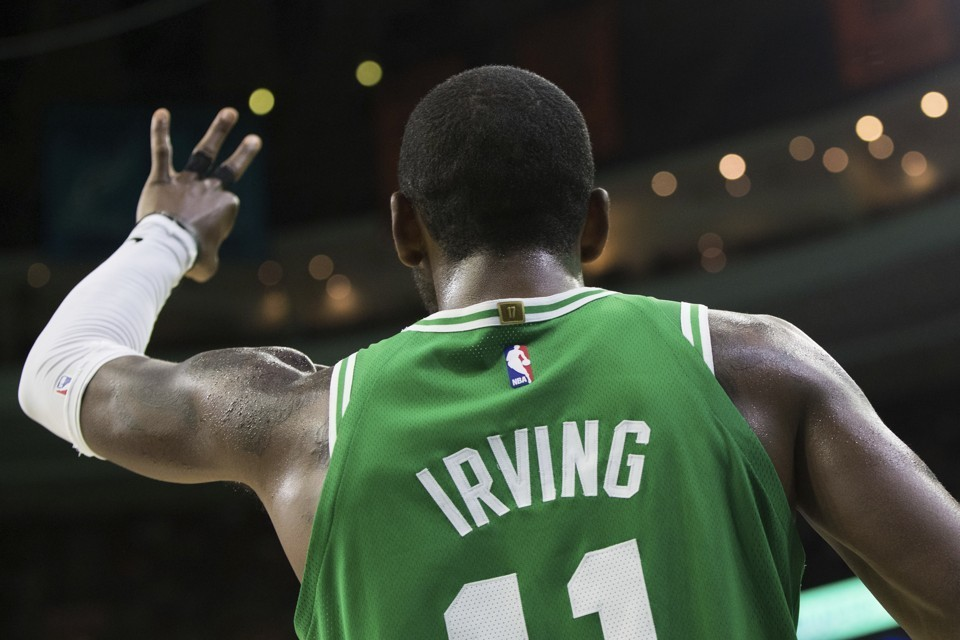 Celtics de Boston vence los Haws 110-107