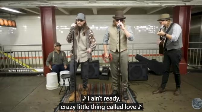Maroon 5 desata furor tocando en estación de metro — YouTube