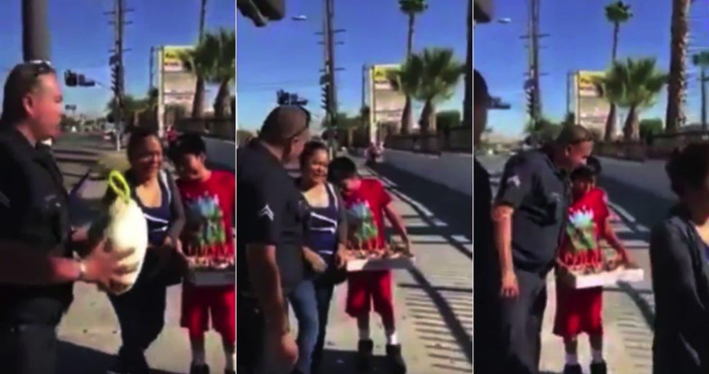 Policía de LA detiene a hispanos… para regalarles un pavo