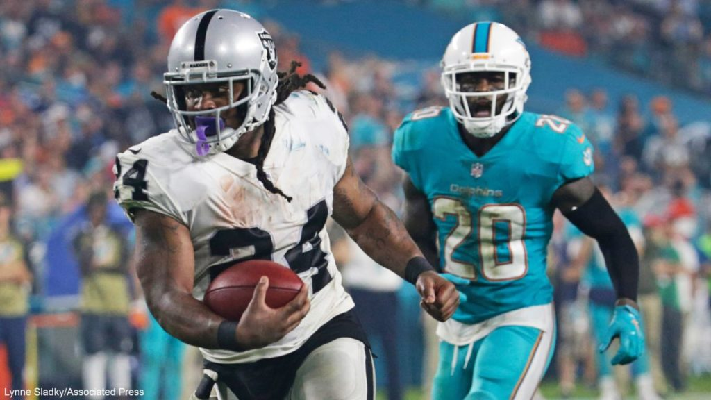 Carr y Lynch dan triunfo a Raiders 27-24 sobre Miami