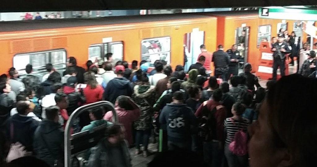 Hombre casi pierde el dedo en el metro Hidalgo