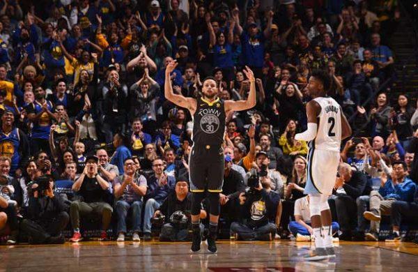 Curry hace regreso triunfal y vence a los Grizzlies