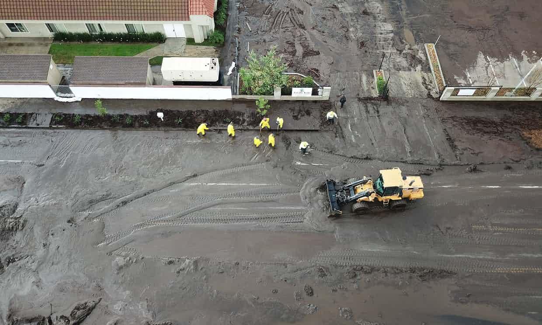 Mueren trece personas tras deslizamiento de tierra en California