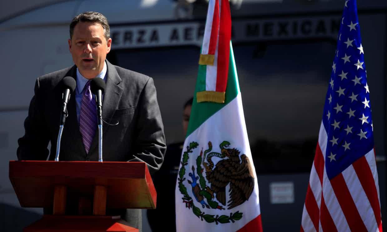 Se jubila el embajador estadounidense John Feeley