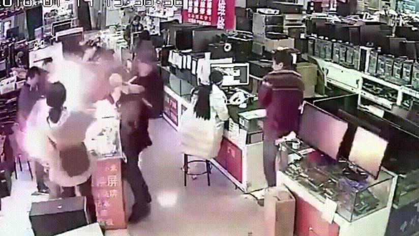Batería de iPhone explota en el rostro de un joven