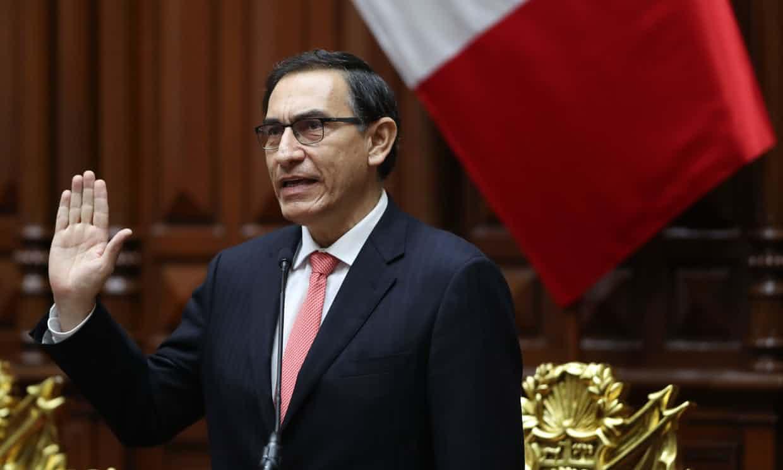 Martín Vizcarra toma posesión de la presidencia de Perú