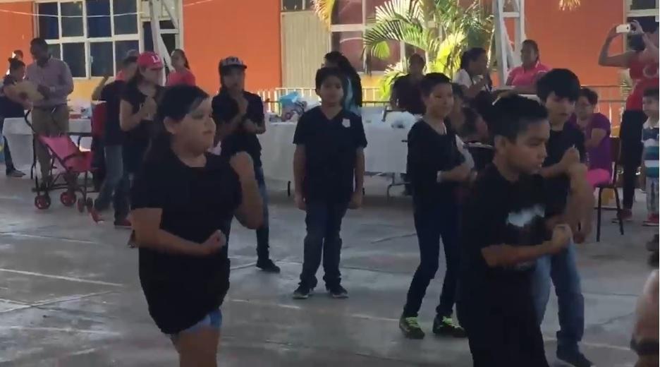 Alumno se niega a bailar 'Scooby Doo papa' y muchos lo aplaudieron