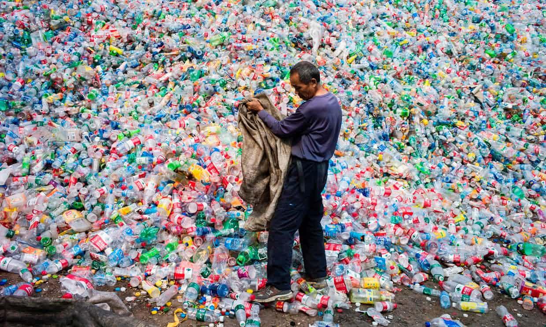 Una enzima que disuelve plástico podría ser clave para reducir la contaminación