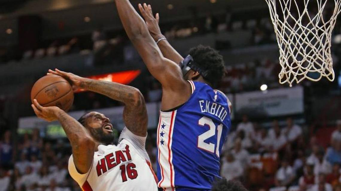 76ers ganan a los Heat en playoffs de la NBA