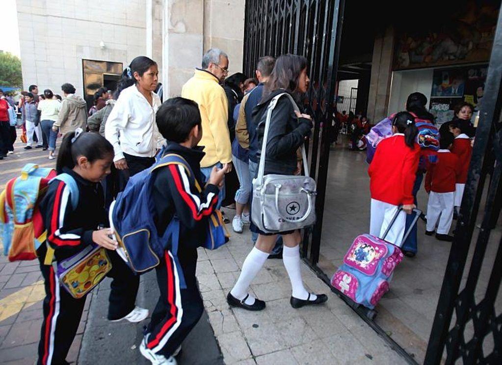 Este lunes regresan a clases más de 25 millones de estudiantes