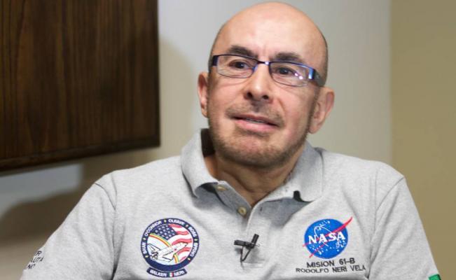 Astronauta Rodolfo Neri pide a jóvenes darle una oportunidad a López Obrador