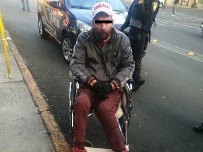 Sobre silla de ruedas amenaza, atraca e intenta huir en la Doctores