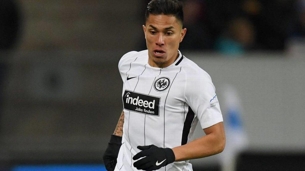 Carlos Salcedo es fichado por el Eintracht Frankfurt hasta 2022