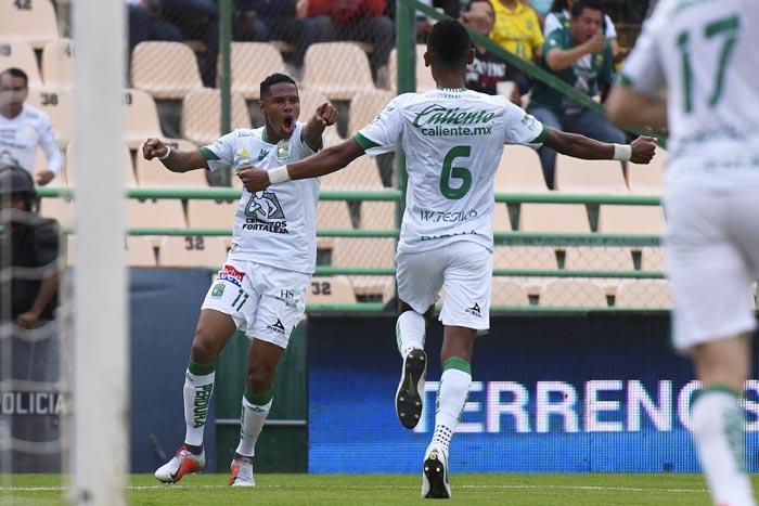 León golea 4-0 a los Gallos de Querétaro