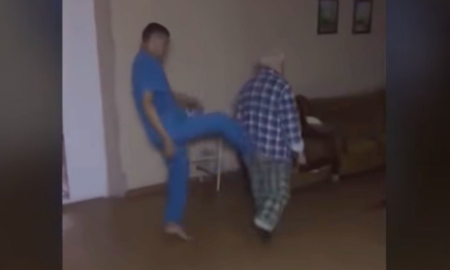 anciano, agresión, Rusia