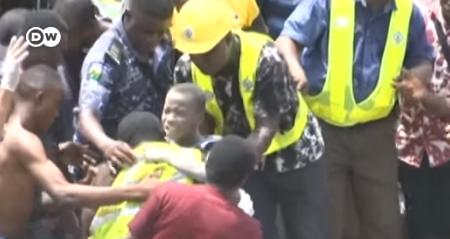 niños, Nigeria, derrumbe, edificio, atrapados