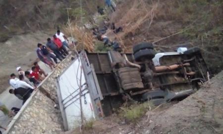 Chiapas, camión, volcadura, centroamericanos