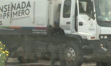 empleado, orinando, Ensenada, ayuntamiento, recolección