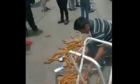 """Se ha viralizado un video en el que inspectores de Morelia intentan incautar la mercancía de un joven vendedor de los famosos """"churros encanelados""""."""
