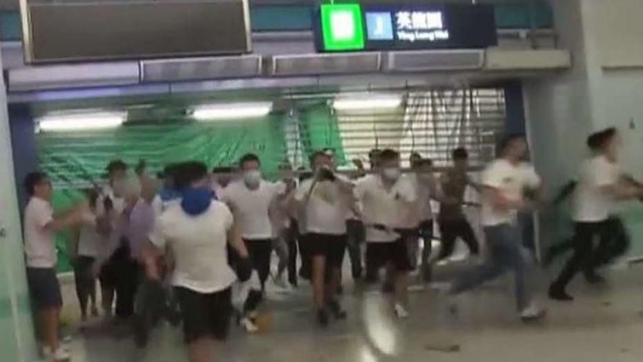 video, viral, hong kong, manifestaciones, enmascarados, golpes