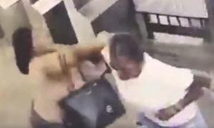 pelea, metro, mujer