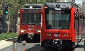 San Diego, trolley, tranvía, MTS, mujer, atropella