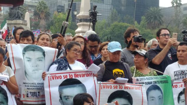 palacio nacional, amlo, 43 desaparecidos, ayotzinapa