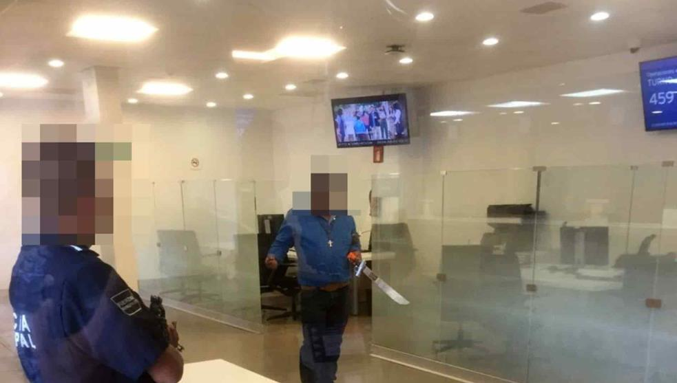 Pachuca, Hidalgo, asalto, banco, arma de fuego, machete, video, viral