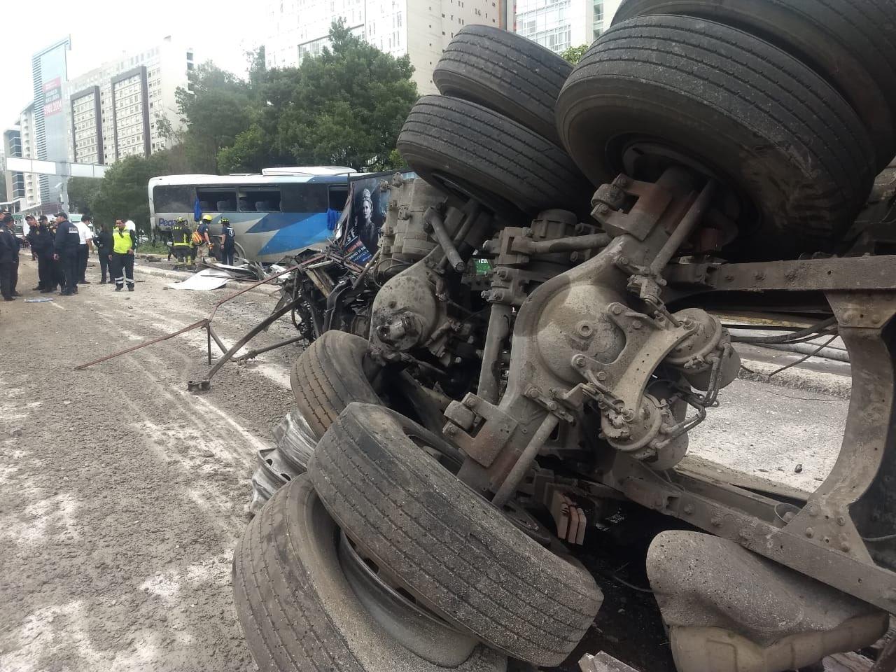 accidente, mezcladora, autobuses, Ciudad de México