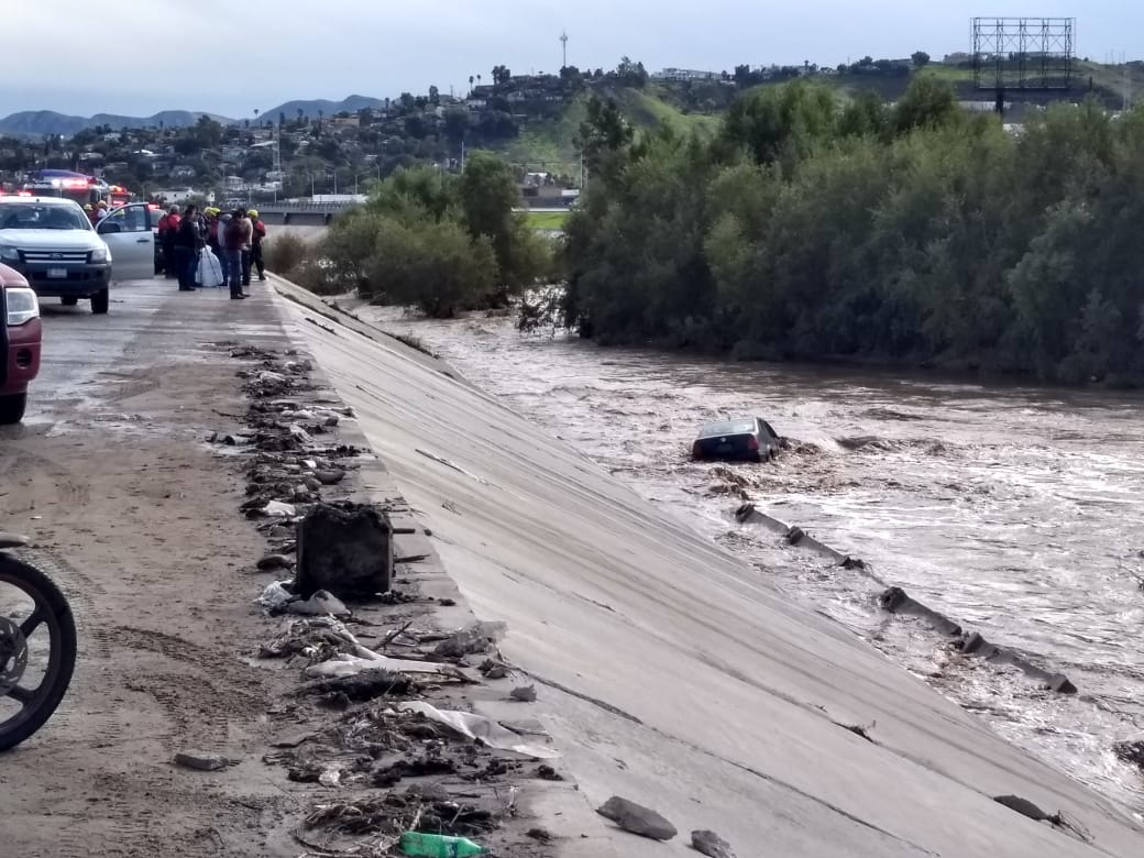 Vehículo,Río Tijuana,Protección Civil