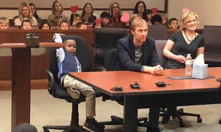adopción, niño invita a su adopción
