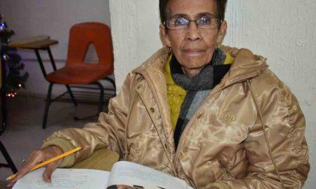 abuelita estudios viral