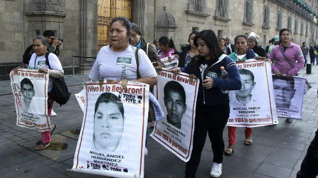 padres, normalistas, ayotzinapa, marzo