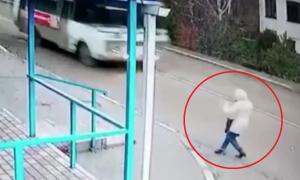 video, lo viral, actualidad, mujer, Rusia, peatón, cruce peatonal