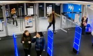 viral-video-puertas-vidrio
