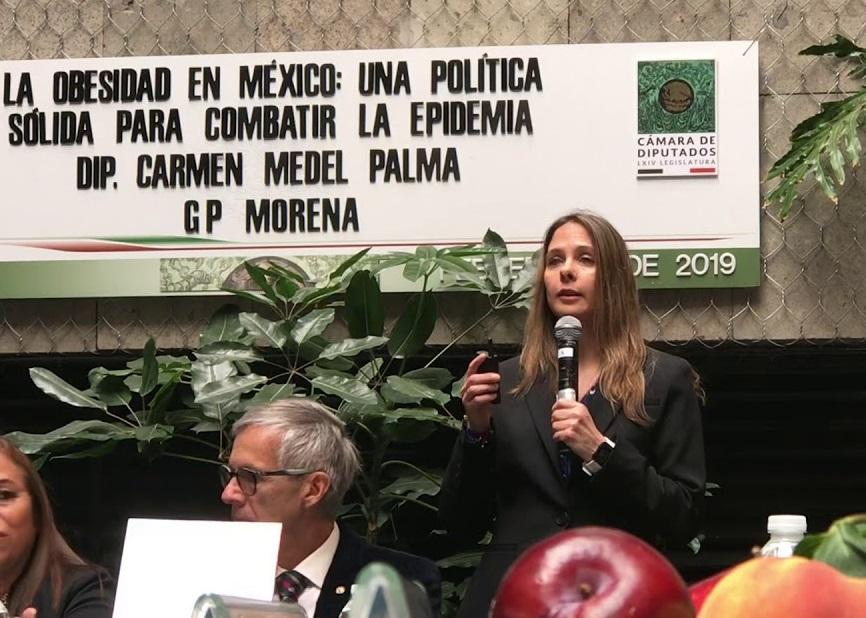 Arantxa Colchero, pareja de López-Gatell, se vuelve tendencia en redes