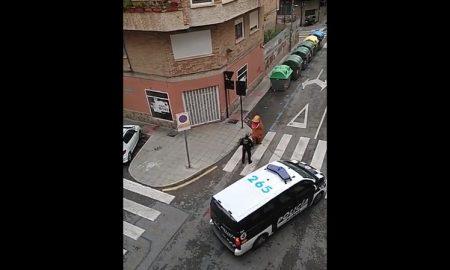cuarentena-dinosaurio-calle-espana-coronavirus-video-viral