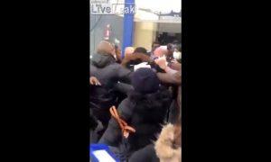 Hombres, pelea, supermercado, distanciamiento, coronavirus, video, viral