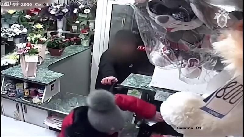 Robo, asalto, florería, joven, mujer, Rusia, Video, Viral