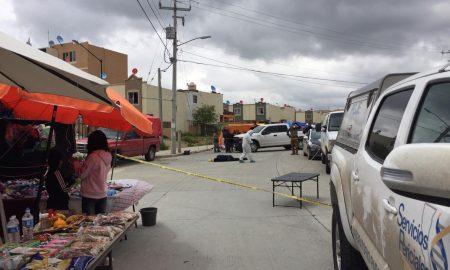 Policía, mercado, sobre ruedas, lesionado