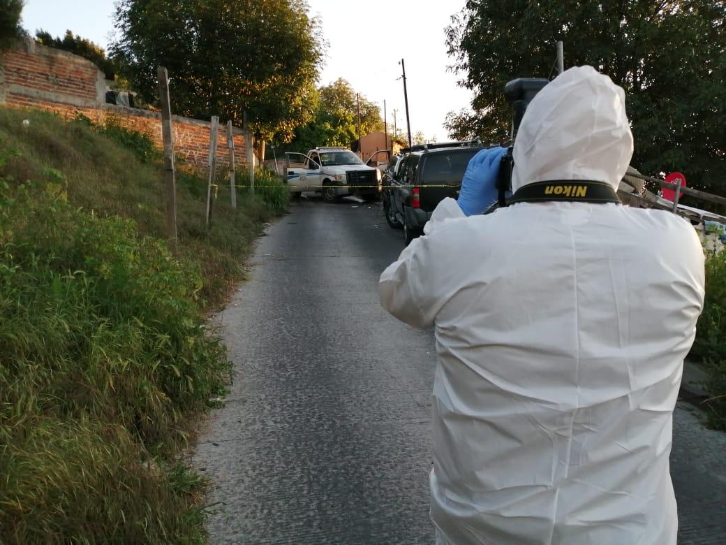 Policía municipal, lesionado, arma de fuego, colonia, camino, verde