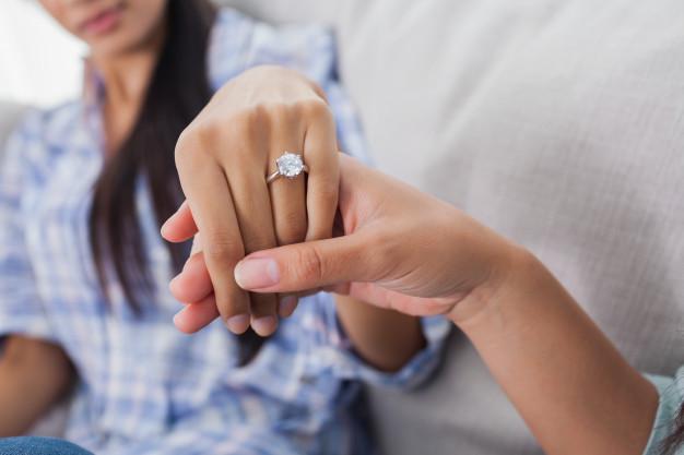 Anillo, compromiso, pareja, pagos, deudas, crisis, coronavirus, Covid-19, viral