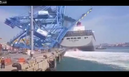 buque, grúa, muelle, puerto, accidente, video