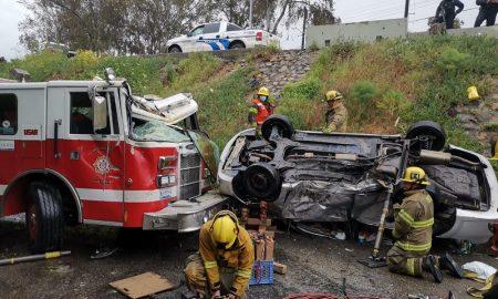 Camioneta, Bomberos, accidente, puente, Avenida Internacional, Tijuana